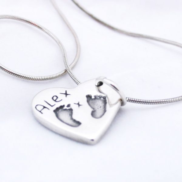 footprint%20necklace[1]